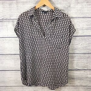 Pleione Black While Spread Collar popover blouse